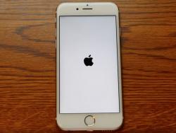 Die Datumseinstellung 1. Januar 1970 führt dazu, dass ein iPhone in einer Bootschleife hängen bleibt (Screenshot: ZDNet.de).