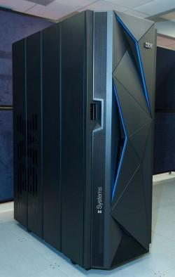 Der neue IBM-Mainframe z13s wurde für Hybrid-Cloud-Umgebungen optimiert (Bild: IBM).