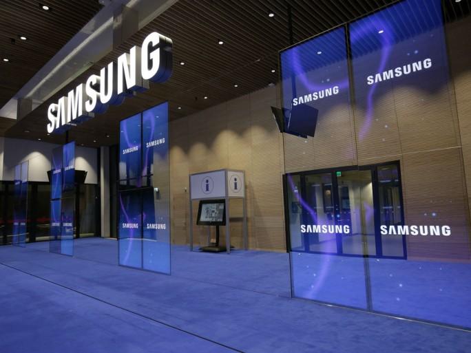 Spiegelnde OLED-Videowände am Samsung-Stand auf der ISE 2016 (Bild: Samsung)