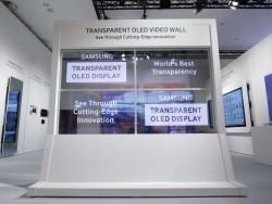 Samsungs transparente OLED-Videowand besteht aus vier 55-Zoll-Paneln (Bild: Samsung).