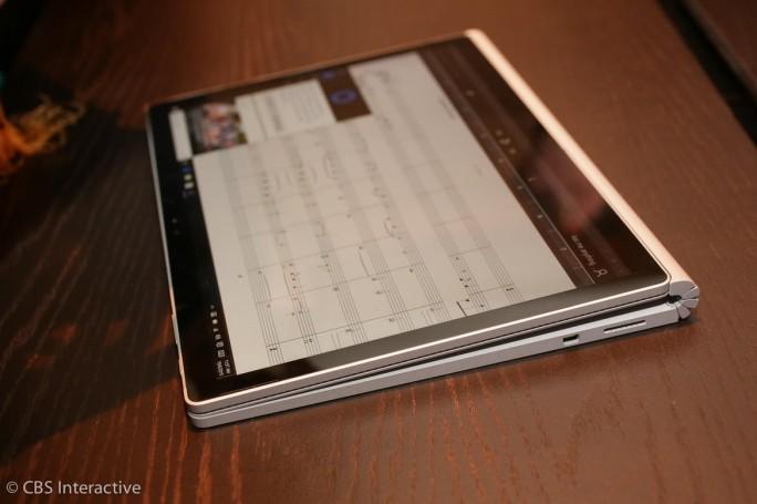 Das Display des Surface Book lässt sich um 360 Grad umklappen oder alternativ komplett von der Tastatureinheit lösen (Bild: CNET.com).