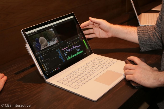 Mit dem Surface Book will Microsoft Apples MacBook Pro Konkurrenz machen (Bild: CNET.com).