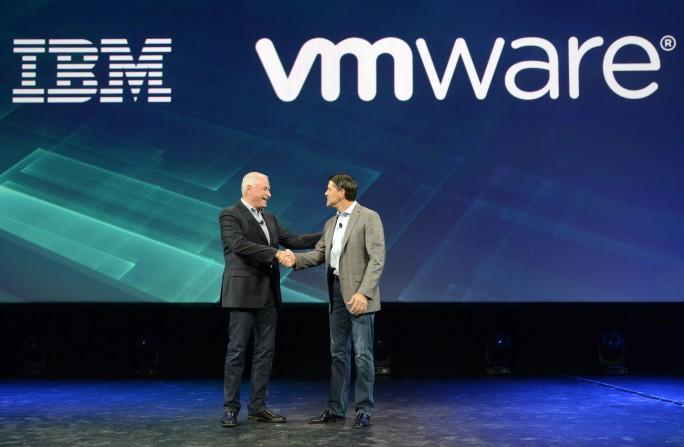 Robert LeBlanc, SVP der IBM Cloud, und VMware-COO Carl Eschenbach (Bild: Alan M. Rosenberg im Auftrag von IBM)