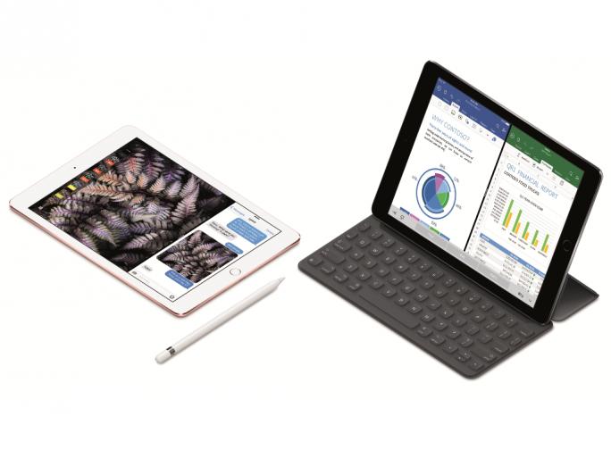 Das iPad Pro mit 9,7-Zoll-Display lässt sich wahlweise auch mit Apple Pencil und Smart Keyboard bedienen (Bild: Apple).