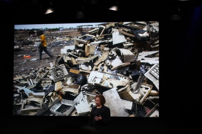 Lisa Jackson rückt Apples Recycling-Bemühungen in den Fokus (Bild: CNET.com)
