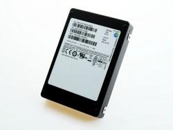 Die PM1633a bietet in einem 2,5-Zoll-Gehäuse 15,36 TByte Speicherplatz (Bild: Samsung).