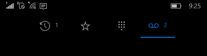 Die verbesserte Telefon-App zeigt in der Tab-Leiste jetzt verpasste Anrufe und Sprachnachrichten an (Bild: Microsoft).