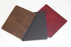 Der eBook-Reader Oasis wird in den Farben Walnuss, Merlot und Schwarz angeboten (Bild: ZDNet.de)(Bild: ZDNet.de)