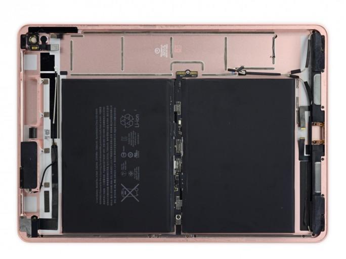 Innenansicht des Gehäuses des iPad Pro 9,7 Zoll (Bild: iFixit)