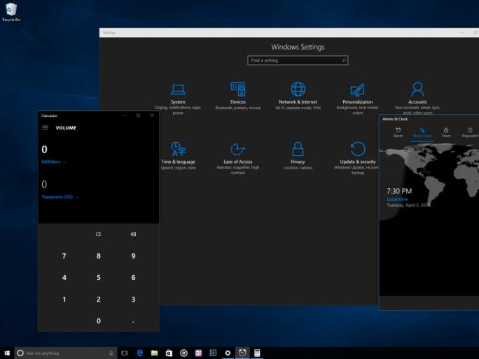 Windows 10 bietet nun auch einen dunklen Modus (Bild: Microsoft).