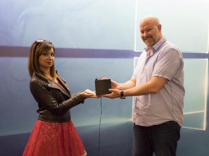 Gabriel Aul hat die Leitung des Windows Insider Program und den roten Knopf, mit dem neue Builds freigegeben werden, an Dona Sarkar übergeben (Bild: Microsoft).