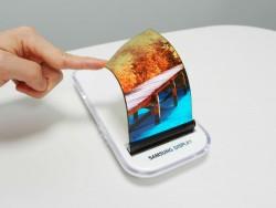 Bisher hat Samsung in seinen Smartphones nur biegsame OLED-Displays verbaut. Bald sollen sich die Bildschirme auch falten lassen (Bild: Samsung).