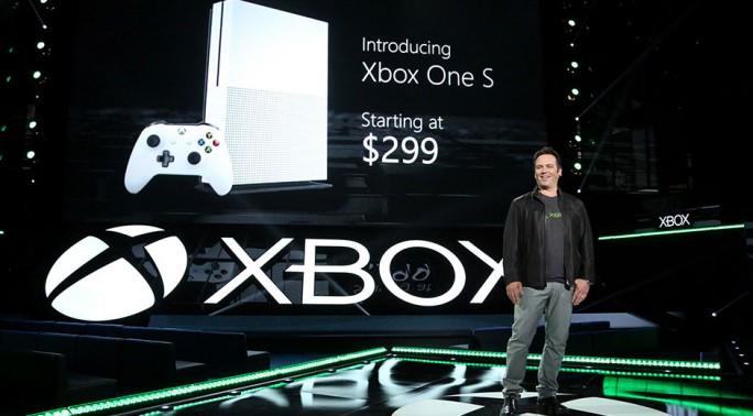 Xbox-Chef Phil Spencer kündigte die Xbox One S auf der E3 an (Bild: Microsoft).