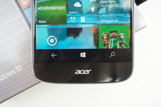 Die unteren Tasten reagieren manchmal eigenwillig Die Kamera des Acer Liquid Jade Primo steht etwas über (Bild: ZDNet)