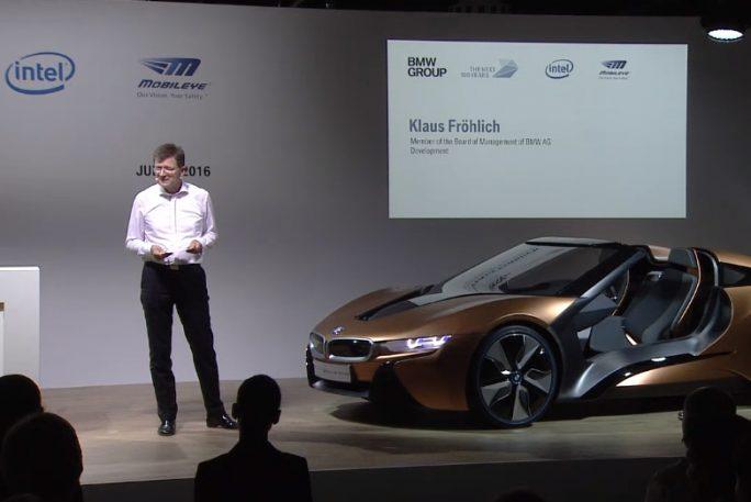 Die Bühne dominierte ein iNext-Prototyp von BMW (Screenshot: ZDNet).