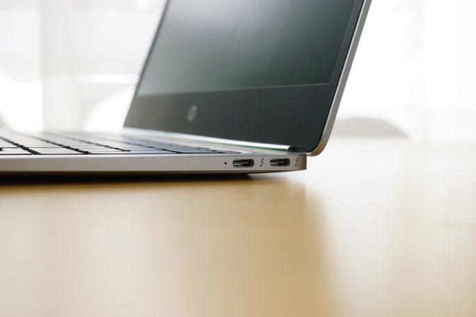 Zwei USB Typ-C Anschlüsse, die Thunderbolt 3 unterstützen (Bild: ZDNet)