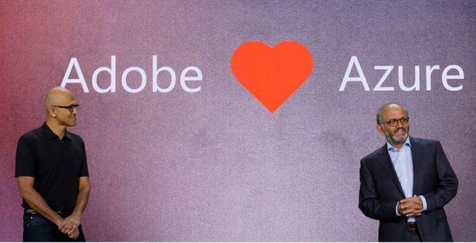 Microsoft-CEO Satya Nadella (links) und Shantanu Narayen, Präsident und CEO bei Adobe, haben auf der Microsoft-Konferenz Ignite die Erweiterung ihrer Partnerschaft bekannt gegeben (Bild: Microsoft).