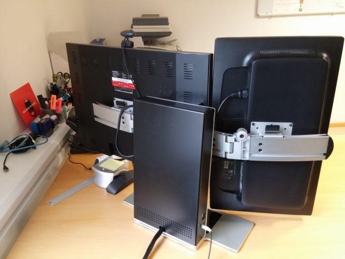 Modince M1: Der Zwei-Schirm-Betrieb erlaubt bei der Montage der Monitore auch eine Kombination aus Portrait- und Landscape-Modus (Bild: ZDNet.de)