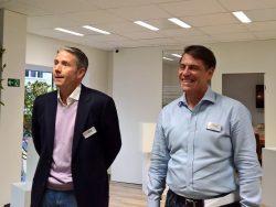 Mike Clayville (links), VP Worldwide Commercial Sales, und Geoff Brown, Senior Manager Sales and Operations der deutschen AWS GmbH, bei der Eröffnung des Innovation Labs in München (Bild: Rüdiger)
