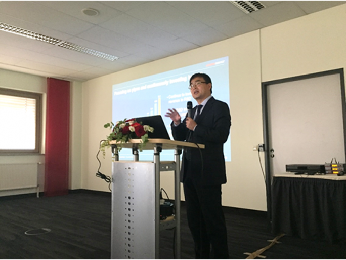 Fang Liangzhou, Vice President von Huawei Network Energy, bei seiner Rede während der Einweihungsfeier (Bild: Huawei)