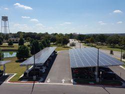 Die Solarpanels auf den Dächern des TAAC-Parkplatzes (Bild: HPE).