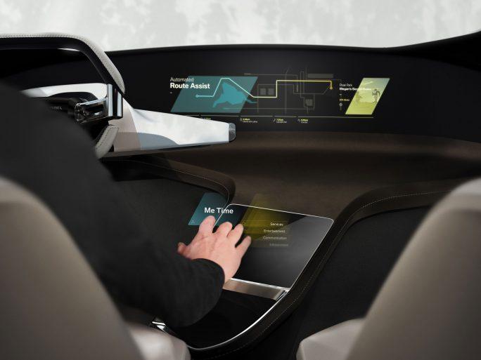 BMW HoloActive soll eine Steuerung der Bordgeräte über Gesten ermöglichen. (Bild: BMW)