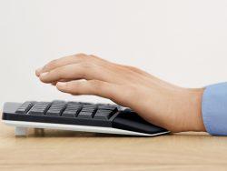 Logitech MK850-Tastatur mit Handballenauflage  (Bild: Logitech)