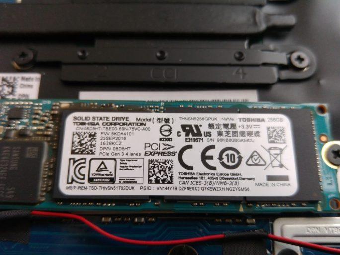 Dell XPS 13 9360: NVMe-SSD von Toshiba (Bild: ZDNet.de)