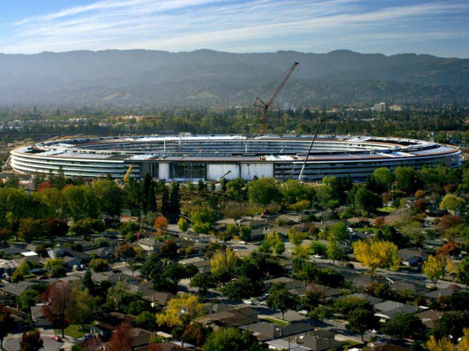 Die Bauarbeiten am neuen Apple Park sollen im Sommer abgeschlossen sein (Bild: Apple).