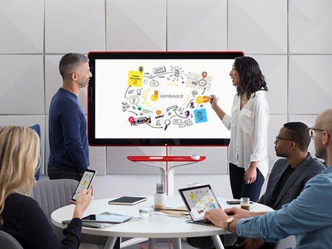 Googles interaktives Whiteboard Jamboard ist zumindest in den USA ab Mai für 5000 Dollar erhältlich (Bild: Google)