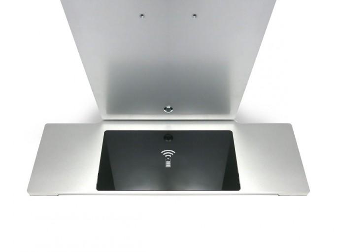 Beim M1K kommt erstmals in einem PC auch eine integrierte drahtlose Qi-Ladefläche für Smartphones zum Einsatz (Bild: Modinice).
