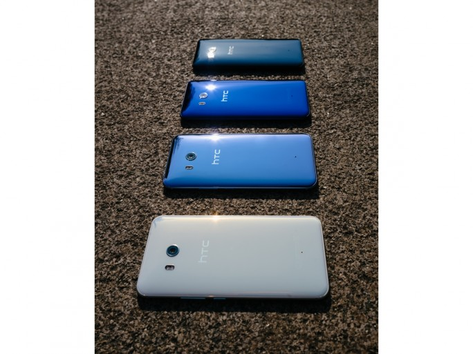 HTC U 11 in Ice White, Amazing Silver, Sapphire Blue und Brillant Black (Bild: HTC).