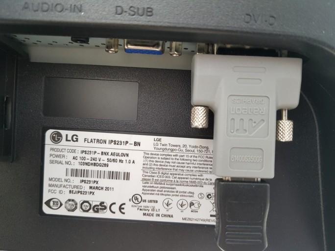 Samsung DeX: Anschluss mit HDMI-DVI-Adapter (Bild: ZDNet.de)