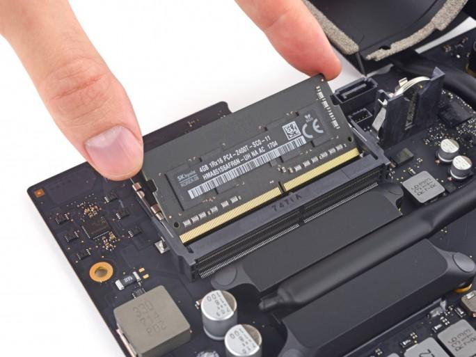 iMac 21,5 Zoll Retina: RAM upgradebar (Bild: iFixit)
