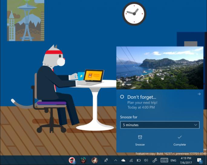 Benachrichtigungen werden unter Windows 10 Fall Creators Update über den Pfeil in der rechten oberen Ecke ins Action Center verschoben (Bild: Microsoft).