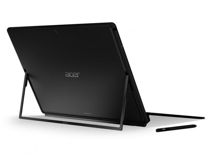 Acer Switch 7 Black Edition: Der Kickstand rastet automatisch ein und macht die Einstellung der Displayneigung mit einer Hand so einfach wie bei einem herkömmlichen Notebook (Bild: Acer).