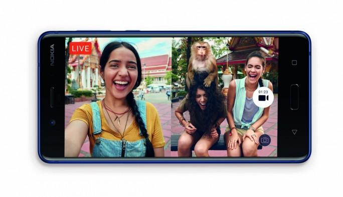"""Unter der """"Bothie"""" genannten Funktion versteht HMD Global ein Selfie, dass mit beiden Kameras gleichzeitig aufgenommen wird, bei dem also die vordere und hintere Kamera zu einem Foto oder Video kombiniert. wird (Bild: HMD Global)."""