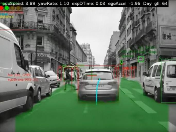 Mobileyes Technologie erkennt Straßenschilder, Signale auf der Fahrbahn und auch Hinternisse auf der Fahrbahn. Die Intel-Tochter ist Marktführer in diesem Segment. Nun will auch der Konzern Fiat Chrysler von der gemeinsamen Entwicklung mit Intel, Mobileye und BMW profitieren (Screenshot: silicon.de).