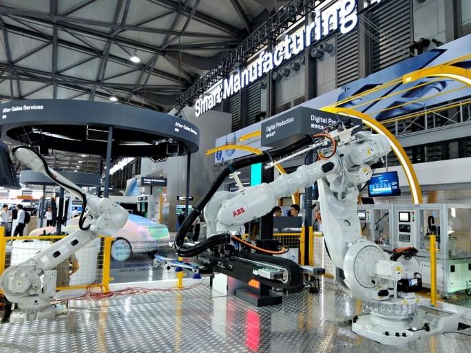 ABB verleiht seinen Industrieroboter wie auch industriellen Automatisierungslösungen Konnektivität mithilfe der LTE-basierten OneAir-Technologie von Huawei. (Bild: Stefan Girschner)