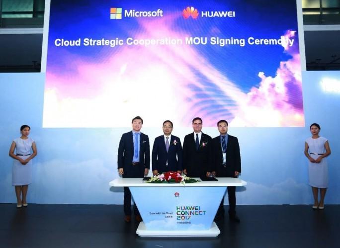 Huawei und Microsoft unterzeichneten auf der Connect eine Vereinbarung, die die Bereitstellung von Microsoft-Anwendungen auf der Public-Cloud-Plattform von Huawei vorsieht (Bild: Huawei).