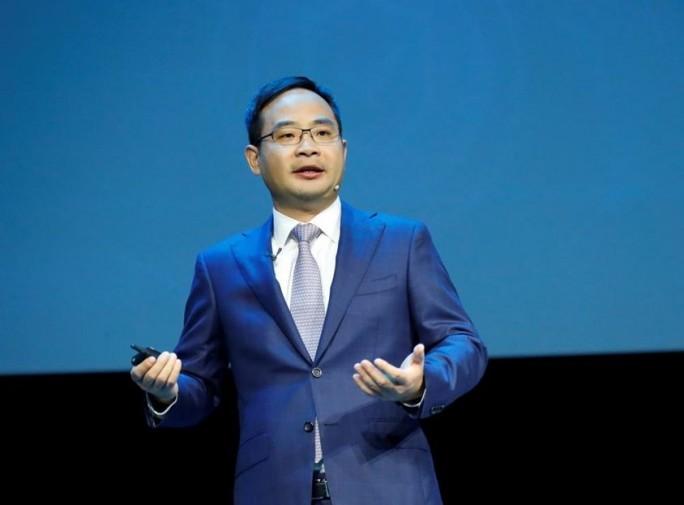 """""""Huawei Cloud positioniert sich hier als Wegbereiter dieser intelligenten Welt und bietet KI-, IoT-, sowie Computing- und Storage-Fähigkeiten, die Unternehmen mit innovativeren und intelligenteren Clouddiensten ausstatten"""", sagte Zheng Yelai, President der Cloud Business Unit und der IT Product Line bei Huawei, auf der Huawei Connect in Shanghai (Bild: Huawei)."""