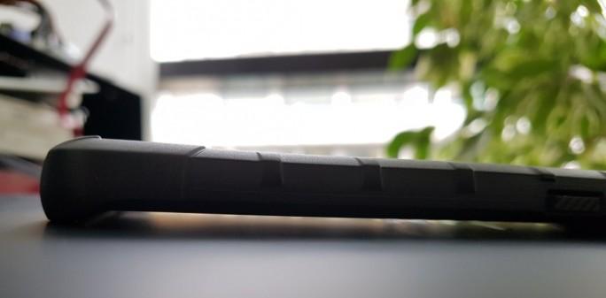UAG Pathfinder: Abstand zwischen Boden und Display (Bild: ZDNet.de)