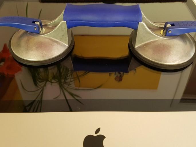 iMac: Saugnapf für Demontage des Displays (Bild: ZDNet.de)