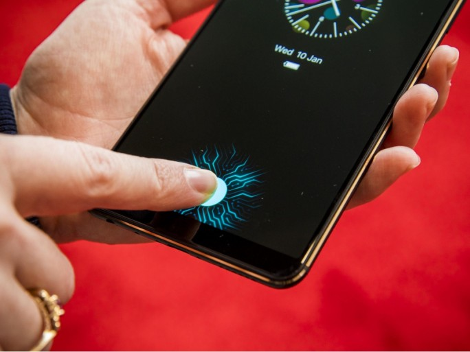 Vivo-Smartphone mit In-Display-Fingerabdrucksensor (Bild: CNET.com).
