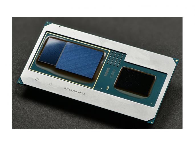 Intel hat neue Core-Prozessoren der achten Generation vorgestellt, die eine Intel-CPU (rechts) mit einer Radeon-RX-Vega-M-Grafik von AMD (mitte) und 4 GByte HBM2-Grafikspeicher (links) kombinieren (Bild: Intel).