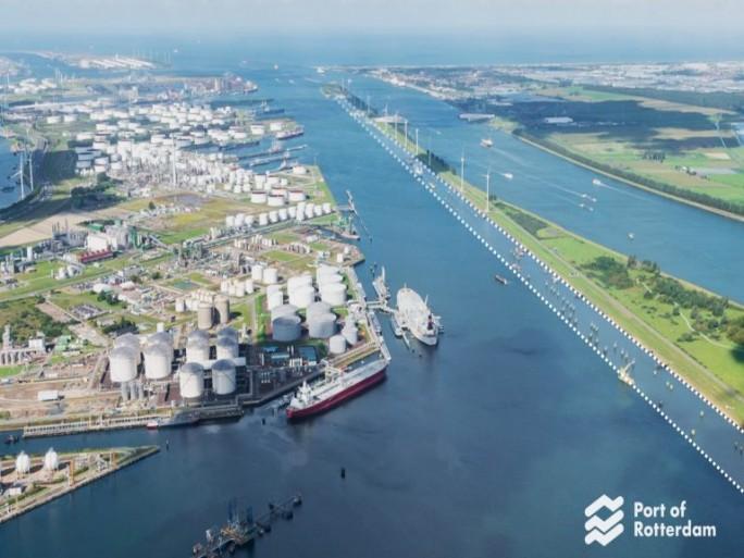 Der Hafen Rotterdam soll mit Hilfe von IBMs IoT-Plattform noch intelligenter und effizienter werden (Bild: Port of Rotterdam).