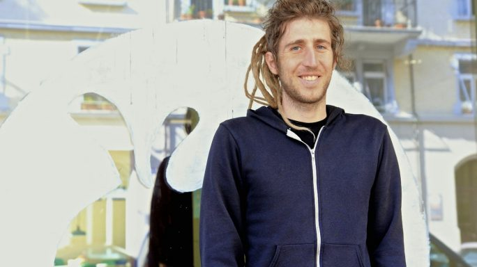 "Signal-Erfinder Matthew Rosenfield, alias Moxie Marlinspike (Bild: [<a href=""https://creativecommons.org/licenses/by-sa/2.0"">CC BY-SA 2.0</a>], <a href=""https://commons.wikimedia.org/wiki/File:Moxie_Marlinspike.jpg"">via Wikimedia Commons</a>)"