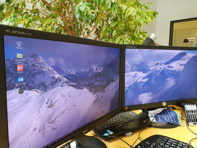 Linux Mint 19 Cinnamon: Desktop mit Dual-Monitor (Bild: ZDNet.de)