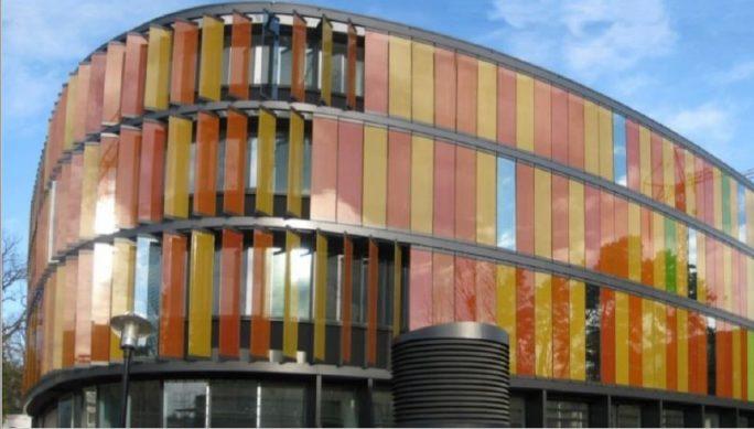 Am DZNE-Standort Bonn baut HPE einen Superdome Flex mit Memory-Driven Computing Architecture auf (Bild: HPE).