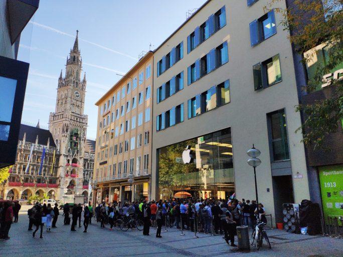 Apple Store München: Verkaufsstart iPhone XS 8:20 Uhr (Bild: ZDNet.de)